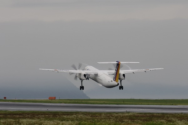 3X DHC-8-402Q JA842C RJOM 160621 02