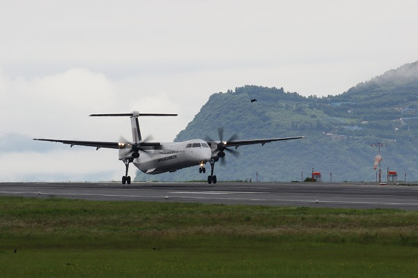 3X DHC-8-402Q JA841C 160709 01