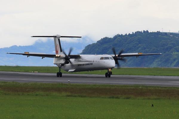 3X DHC-8-402Q JA841C 160709 02
