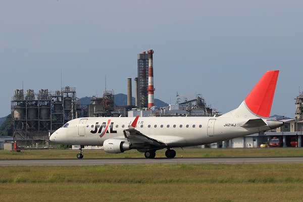 3X ERJ-170-100 JA214J RJOM 160731 02