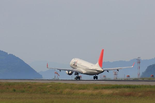 3X ERJ-170-100 JA214J RJOM 160731 03