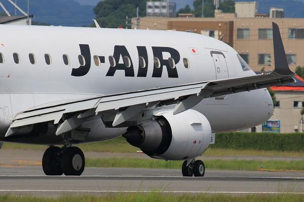 XM ERJ170-100 JA225J RJOM 1607 24 03
