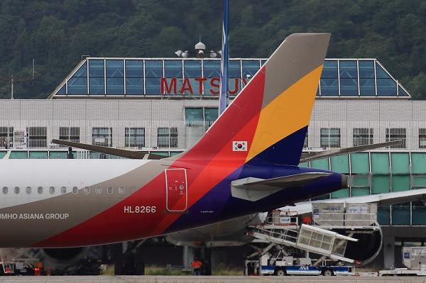 AAR A321-231 HL8266 RJOM 160918 07