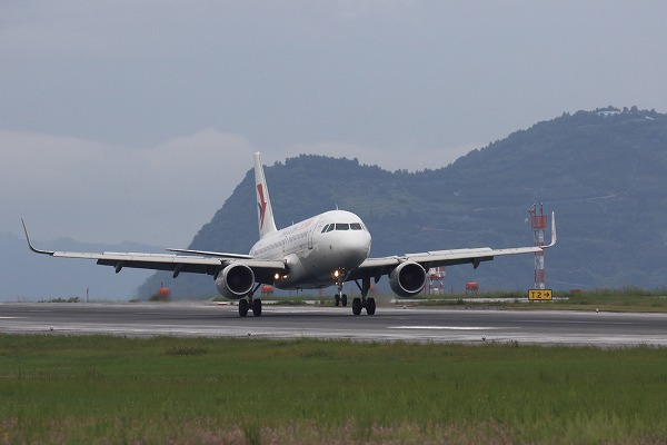MU A319-115 B-6471 RJOM 160919 03