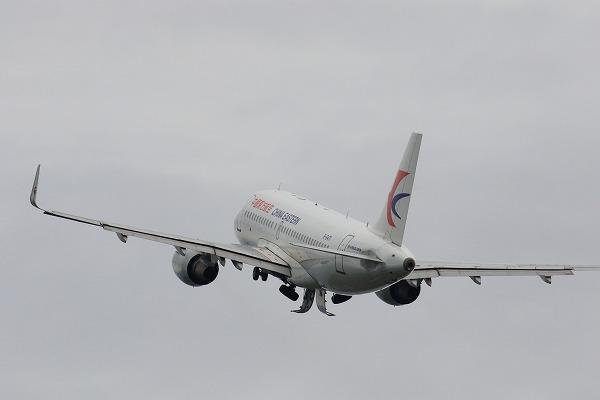 MU A319-115 B-6471 RJOM 160919 13