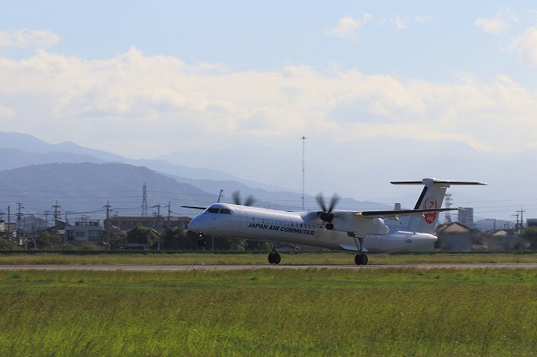 3X DHC-8-402Q JA844C RJOM 161010 01