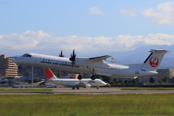 3X DHC-8-402Q JA844C RJOM 161010 02