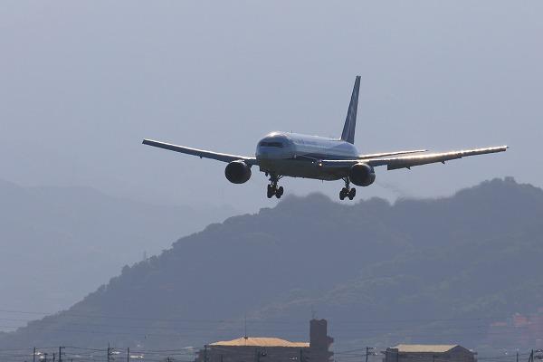 NH B767-381ER JA607A RJOM 161010 01