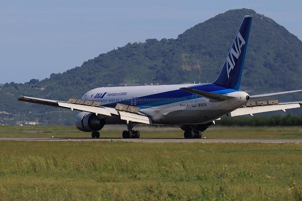 NH B767-381ER JA607A RJOM 161010 05