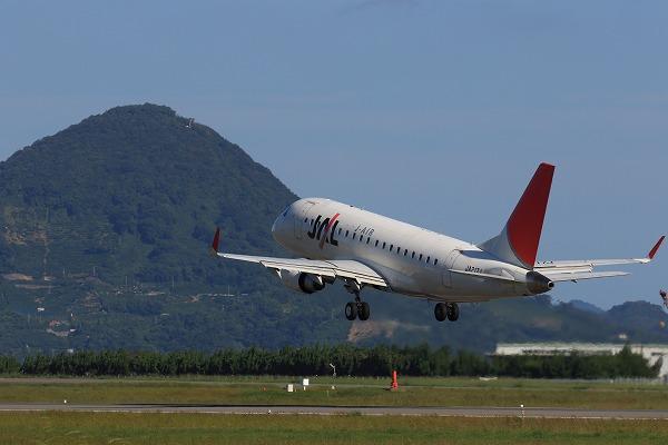 XM ERJ-170-100 JA217J RJOM 161010 03