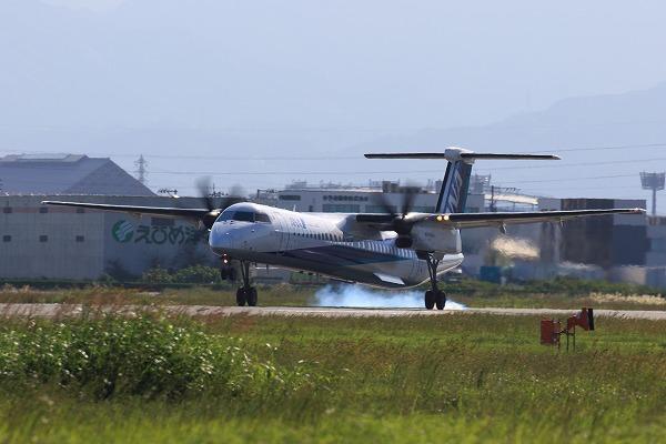 EH DHC-8-402Q JA843A RJOM 161010 02