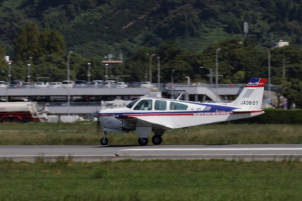 Beechcraft F33A Bonanza UJA3907 RJOM 161010 02