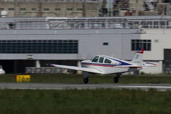 Beechcraft F33A Bonanza UJA3907 RJOM 161010 03