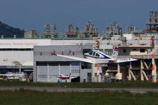 Beechcraft F33A Bonanza UJA3907 RJOM 161010 04