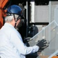 作業員と防塵ネット
