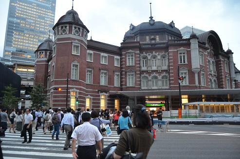 東京駅 労働者