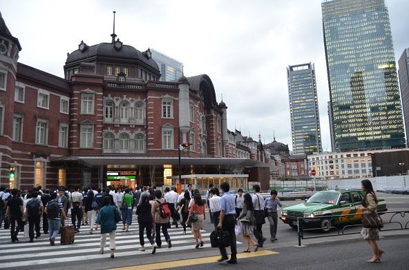 春闘 東京駅