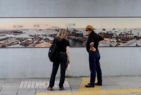 tourist-1_R.jpg