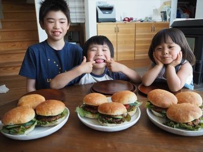 523高キビバーガーと子ども達_R2