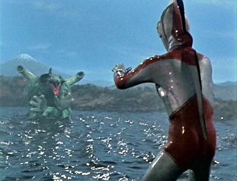レオゴンを迎え撃つウルトラマンジャック