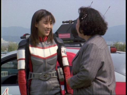 園長先生と話すユミムラ・リョウ隊員(演:斉藤りさ)