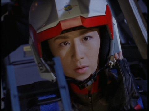 月面に到着したユミムラ・リョウ隊員(演:斉藤りさ)