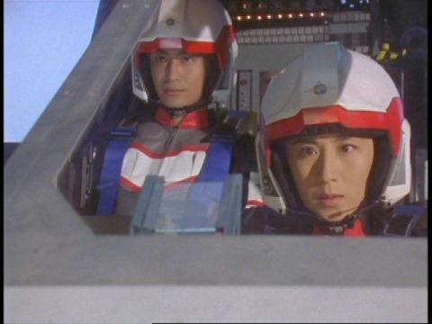 ザリーナ地帯に向かうユミムラ・リョウ隊員(演:斉藤りさ)