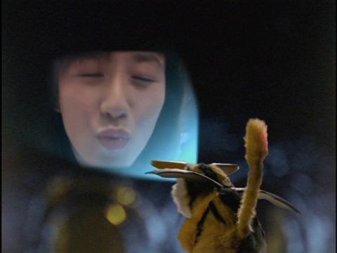 ハネジローの想い出の中のユミムラ・リョウ隊員(演:斉藤りさ)