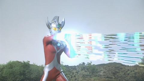 ストリウム光線を放つウルトラマンタロウ
