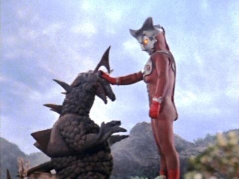 最後はロンを縮小したウルトラマンレオ