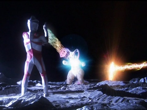 ウルトラマンエースがルナチクスを撃破