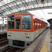 14:57 阪神 甲子園駅にて。阪神本線 特急で神戸三宮駅へ。
