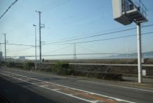 7:13 車窓から見た明石海峡大橋