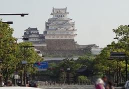 8:00 大手前通りから見た姫路城
