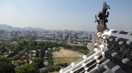 8:59 大天守(六階)から見える 三の丸・姫路駅 方向