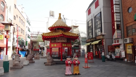 8:24 南京町広場