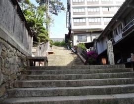 15:54 温泉寺への階段