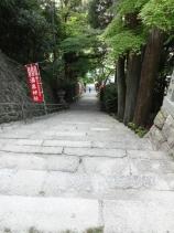 16:02 温泉神社への階段