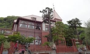 9:01 風見鶏の館(北野町広場から)