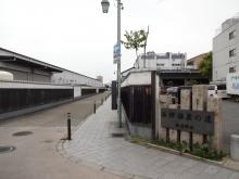 11:06 西郷酒蔵の道(左はスーパーの裏側)