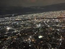 19:32 伊丹空港離陸後の夜景