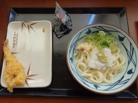 おろし醤油うどん(並) 350 円 + えび天 150 円 + 明太子おむすび 130 円