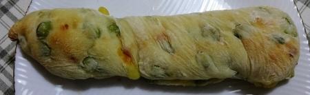 もっちりチャバタ 枝豆チーズ 162円