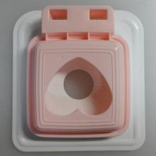 白い型枠とピンクの抜き型で1セット