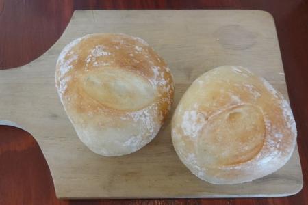 北海道地小麦のプチパン 100円