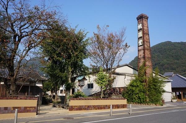 伊部駅からギャラリー通りの途中にある桃渓堂さんの窯の煙突