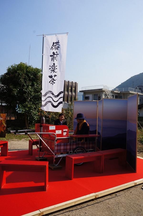 リヤカーを改造したオリジナル移動茶室?