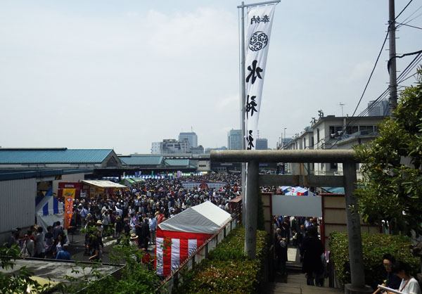 水神社から市場
