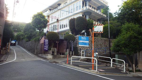筑土神社とアンスティチュ・フランセ東京