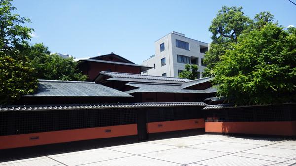 屋根の形も美しい